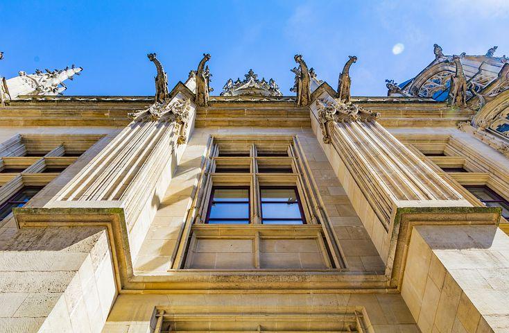 Cinq lieux juridiques à connaître à Rouen